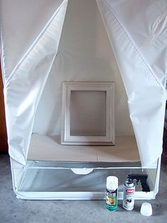 Use Dollar Store garment bag for a spray tent. laid down a sheet of cardboard to create a spray-painting tent. Works like a charm. The tent blocks the wind while spraying and keeps what's inside dust free while it dries. Plus it keeps the overspray from Diy Projects To Try, Home Projects, Do It Yourself Baby, Diy Casa, Do It Yourself Inspiration, Ideas Para Organizar, Ideias Diy, Spray Painting, Painting Tips