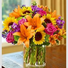 Floral arrangement with lilies, sunflowers and roses .- Arreglo floral con azucenas, girasoles y rosas Floral arrangement with lilies, sunflowers and roses - Sunflowers And Roses, 800 Flowers, Fresh Flowers, Beautiful Flowers, Exotic Flowers, Summer Flowers, Yellow Roses, Purple Flowers, Wild Flowers