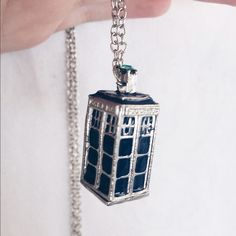 ✨Doctor Who Tardis Necklace✨ I love this necklace but never seem to wear it! Perfect Condition! Any DW fans?!? Hot Topic Accessories