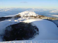 Cotopaxi es el nombre de uno de los volcanes activos más altos del mundo. El…