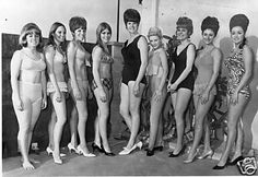 The History & Care of Vintage Swimsuits. Offering a wide selection of vintage swimwear, resort wear and bathing suits spanning the decades. Swimwear Model, Trendy Swimwear, Kids Swimwear, Swimwear Fashion, Vintage Bathing Suits, Vintage Swimsuits, Vintage Bikini, Marilyn Monroe Swimsuit, Evolution Of Fashion