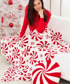 Peppermint Throw and Pillow, free pattern from Red Heart.  CAL video with Mikey of the Crochet Crowd also on site page.  This is a slight re-work of a vintage pinwheel pattern.   . . . .   ღTrish W ~ http://www.pinterest.com/trishw/  . . . .    #crochet #afghan #blanket