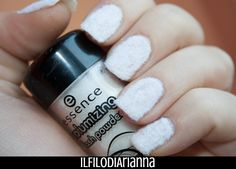 Il Filo di Arianna make up: Fuffy Nail art Essence white