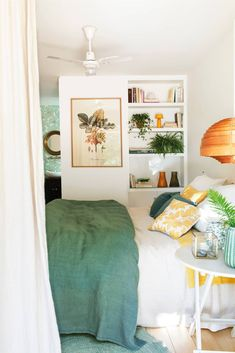 Green is a trend that continues to rise to decorate the house with paint, prints, plants … Let nature fill with life and color every corner Cheap Bedroom Decor, Cheap Wall Decor, Decoration Bedroom, Home Decor Bedroom, Cheap Home Decor, Gothic Home Decor, Indian Home Decor, Mediterranean Home Decor, Home Decor Quotes