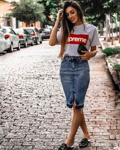 30 Gorgeous Denim Skirt Outfits Copy Right Now zapatos Modest Casual Outfits, Modest Fashion, Skirt Fashion, Summer Outfits, Cute Outfits, Fashion Outfits, Long Denim Skirt Outfit, Denim Skirt Outfits, Jeans Rock