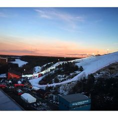 Perfect setting for the 2016 FIS World Alpine Cup in Stockholm's Hammarby Backen. World class skiers. Sold out tickets! High energy all around.  #wcsthlm #fisalpine #alpineworldcup #hammarbybacken #parkinn #parkinnstockholmhammarby #igstockholm #visitsweden