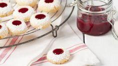 Weihnachtsplätzchen mit Marmelade sind aber auch eine tolle Kombination. Unser Favorit: Engelsaugen. Hier erfahren Sie, wie es geht.