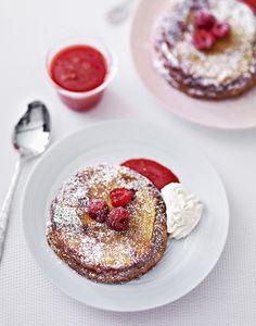 Petits gâteaux de brioche, coulis de fraises