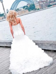 Unique fashion organza fall wedding dress features strapless sweetheart neckline bodice decorated with beaded, combine with ruffle organza skirt make this mermaid gown more youthful.