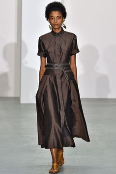 Jasper Conran Spring/Summer 2017 Ready To Wear Collection British Vogue Modest Dresses, Casual Dresses, Fashion Dresses, Short Sleeve Dresses, Summer Dresses, Jasper Conran, Fashion 2017, Fashion Show, Womens Fashion