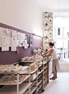 Amazing workspace by: Feinedinge -nice board to stikc orders-