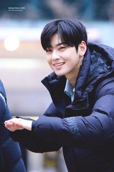 Cute Asian Guys, Cute Guys, Korean Celebrities, Korean Actors, Cha Eunwoo Astro, Lee Dong Min, K Wallpaper, Sanha, Kdrama Actors