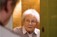 Vorsicht: Wenn sich plötzlich vermeintliche Verwandte melden und Geld wollen, steckt meist eine betrügerische Absicht dahinter. Die Polizei warnt regelmäßig vor Trickbetrügern, die sich telefonisch melden. Eine Seniorin berichtet, dass sie – obwohl sie die Masche kennt – eine Fremde für ihre Nichte hielt. http://www.stuttgarter-zeitung.de/inhalt.trickbetrueger-in-stuttgart-am-telefon-ist-man-schnell-ueberrumpelt.99c9710b-8816-4949-ade8-6a53735f6f11.html