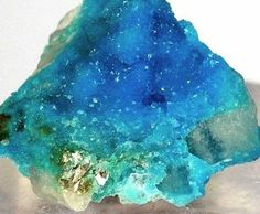 Turquoise from Virginia. Turquoise is perfect to use when you are feeling out of balance as it realigns and revitalises your cellular structure. Turquoise facilitates meditation bringing peace of mind and allows us to perceive information psychically. Minerals And Gemstones, Rocks And Minerals, Rock Collection, Beautiful Rocks, Mineral Stone, Rocks And Gems, Stones And Crystals, Gem Stones, Beach Stones