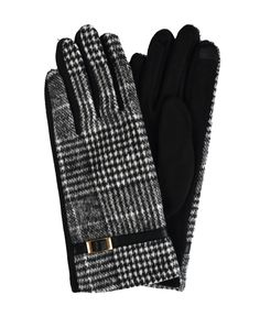 Winter Accessories, Handbag Accessories, Best Winter Gloves, Hats Online, Winter Wear, Scarves, Plaid, Hands, Stylish