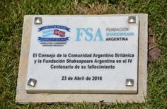 Placa conmemorativa donada por la FSA y ABCC aceptada por Ley N 5645 de CABA