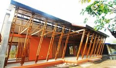Na arquitetura sustentável o bambu se apresenta como um material muito flexível tanto em possibilidade do seu uso quanto em seu manunseio