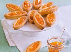Pour faire cette recette de barquettes à la confiture d'abricots , il vous faudra : des abricots, du sucre en poudre, un citron jaune...