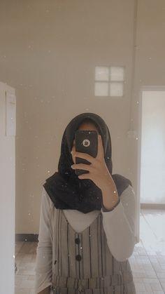 Casual Hijab Outfit, Ootd Hijab, Hijab Chic, Hijabi Girl, Girl Hijab, Foto Mirror, Hijab Fashion, Girl Fashion, Girly Pictures