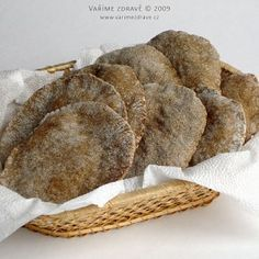 easy flat breads 180 g plain flour, 200 ml water, 40 g ground linseed, 1 ts… Slovak Recipes, Biscuits, Good Food, Yummy Food, Savoury Baking, Cooking Recipes, Healthy Recipes, Morning Breakfast, No Bake Cake