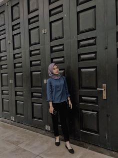 Hijab Fashion Summer, Street Hijab Fashion, Muslim Fashion, Fashion Outfits, Style Hijab Simple, Simple Outfits, Casual Hijab Outfit, Ootd Hijab, Hijab Style Tutorial