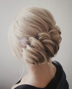 This beautiful wedding hair updo hairstyle will inspire you. The Simplest Wedding Hairstyle,wedding hair,bridal hair,wedding hair idea Wedding Hair Up, Elegant Wedding Hair, Wedding Updo, Wedding Hairstyles For Long Hair, Up Hairstyles, Bridal Hairstyles, Hair Up Styles, Natural Hair Styles, Bridal Hair Inspiration