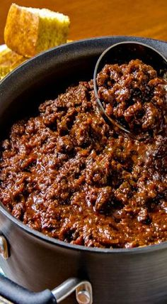 Classic Chili Con Carne – ohne Bohnen Classic Chili Con Carne – without beans - Station Der Rezepte Chilli Recipes, Mexican Food Recipes, Beef Recipes, Cooking Recipes, Great Recipes, Dinner Recipes, Favorite Recipes, Con Carne Recipe, Chili Con Carne No Beans Recipe