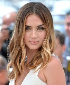 Fashionable Medium Ombre Hairstyles for Women to Steal From Celebrities