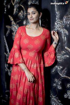 Pretty Actress Priya Bhavani Shankar Good Looking Stills Beautiful Girl Photo, Beautiful Girl Indian, Most Beautiful Indian Actress, Wonderful Picture, Beautiful Actresses, Simply Beautiful, Priya Bhavani Shankar, Indian Actress Hot Pics, Indian Actresses