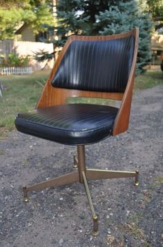 Minneapolis: Vintage Bent Plywood Office Chair $45 - http://furnishlyst.com/listings/849055