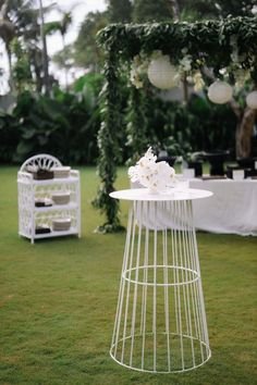 Alexa and Jake created a modern luxe all-white wedding at Noku Beach House in Seminyak, and it was seriously magic! Bali Wedding, Our Wedding, Destination Wedding, Bridesman, All White Wedding, Floral Hair, Animal Party, Newlyweds, Night Life