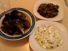Tapitas para el sábado PP. Mejillones al vapor, hígado con salsa de vino tinto, sepia en salsa de ajo y perejil