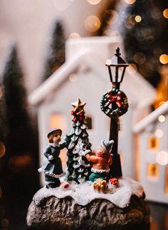 Christmas Figurines, Christmas Ornaments, Christmas Time, Holiday Decor, School, Winter, Beauty, Instagram, Xmas