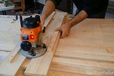 As a woodworker, you must need a workbench to work comfortably. Buying a workbench can be costly. Workbench Plans Diy, Building A Workbench, Workbench Top, Woodworking Workbench, Woodworking Supplies, Folding Workbench, Woodworking School, Learn Woodworking, Woodworking Videos