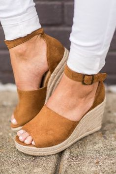 Cute Wedges Shoes, Cute Shoes, Wedge Shoes, Strappy Wedges, Wedge Sandals Outfit, Shoe Wedges, Wedges Outfit, Gold Wedges, Heeled Sandals