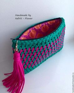 Handmade T-Shirt Bag Crochet This Pin was discovered by Sab How to a baby for beginners - Salvabrani Discover thousands of images about charming crochet clutch - this is just the cutest little purse! a knit and crochet community Crochet Clutch Bags, Crochet Handbags, Crochet Purses, Crochet Bags, Crochet Diy, Love Crochet, Beautiful Crochet, Crochet Stitches, Crochet Patterns