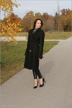 Look: Autumn fashion styling – Kaviar Gauche Berlin coat and high heels