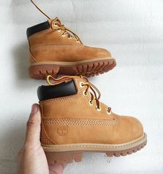 These kids' waterproof boots are inspired by the original Timberland boots. Cute Baby Shoes, Baby Boy Shoes, Cute Baby Clothes, Girls Shoes, Toddler Boy Shoes, Baby Boots, Baby Outfits, Little Boy Outfits, Baby Dresses