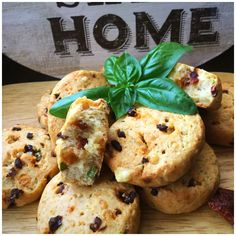 Biscuiți cu roșii uscate, emmentaler si busuioc - My Baby Food Parmezan, Baby Food Recipes, Appetizers, Cookies, Desserts, Recipes For Baby Food, Crack Crackers, Tailgate Desserts, Deserts
