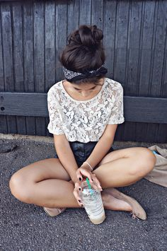 lace tee, highwaisted shorts<3