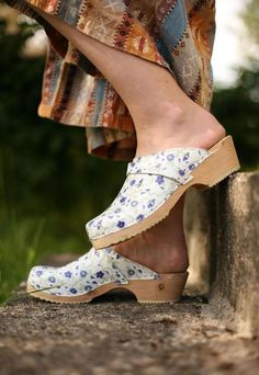 Flowery clogs.  Source: Markus Sommer