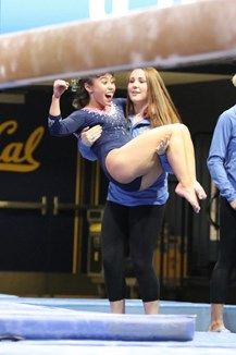 Karli Dugas lifts up Katelyn Ohashi after beam Amazing Gymnastics, Gymnastics Pictures, Sport Gymnastics, Thick And Fit, Slim Thick, Katelyn Ohashi, Dancer Photography, Ucla Bruins, Female Gymnast