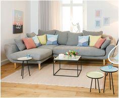 Machen Sie Ihr Wohnzimmer mit dem hellgrauen Ecksofa Clara zur Wohlfühloase. Entdecken Sie jetzt weitere tolle Möbel auf >> WestwingNow.