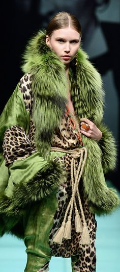 quenalbertini: Green and Animal Print Fashion Leopard Fashion, Animal Print Fashion, Fur Fashion, Green Fashion, Fashion Prints, High Fashion, Winter Fashion, Womens Fashion, Animal Prints