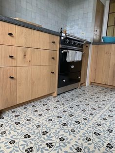 Kitchen with David & Goliath cement tile Roseline 20x20cm in a customized colour combination David And Goliath, Color Combinations, Cement Tiles, Outdoor Decor, Modern, Colour, Kitchen, Design, Home Decor