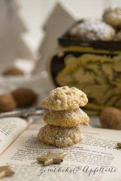 Zimt-Walnuss-Cookies Cinnamon and walnut cookies Ingredients: 350 g flour 200 g butter 1 packet vanilla flavoring 75 g ground walnuts 1 Msp. Soda 140 g sugar 2 eggs 1 pinch salt For rolling: 2 tbsp sugar 2 tbsp ground cinnamon Gourmet Recipes, Cookie Recipes, Scotcheroos Recipe, Desserts Nutella, Walnut Cookies, Bark Recipe, Fudge Sauce, Cake Flavors, Breakfast Dessert