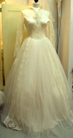 Vintage 1950s Grace Kelly Style Wedding Gown on Etsy by RetroRosiesVintage. $350.00. 36-27-F