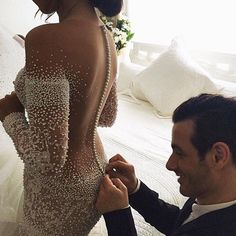 Helping Hand!  @jatoncouture #wedding by wedding