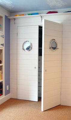 Such a cute design for a nautical closet! Want this for my beach house More