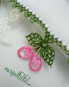 Bargello, Baby Booties, Needlework, Art Drawings, Crochet Earrings, Crochet Patterns, Instagram, Crocheting, Needlepoint